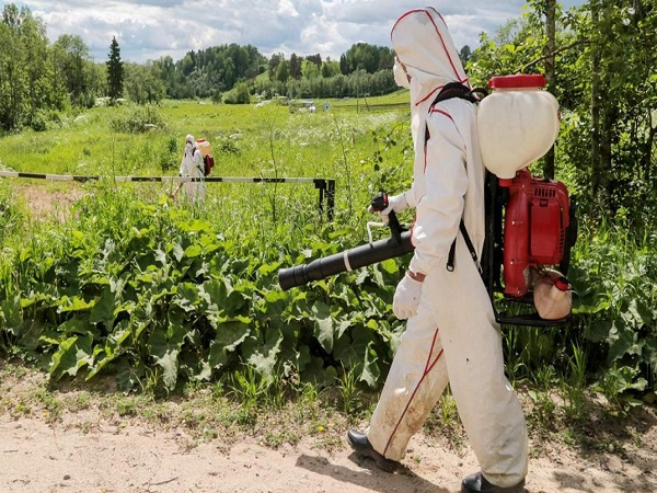 Гербицидная обработка поля в Грозном
